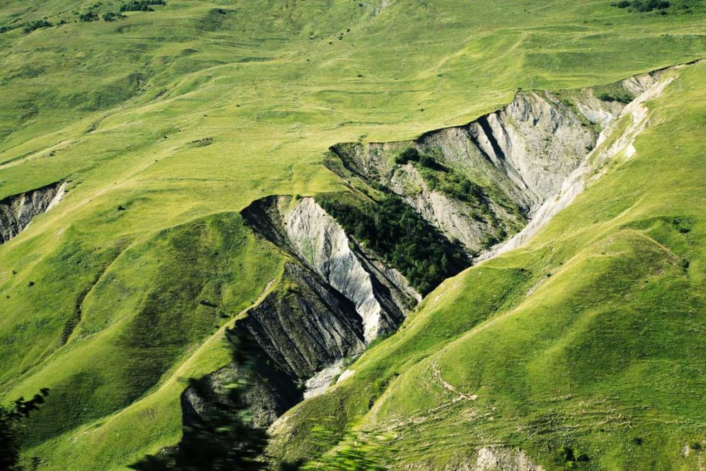ogromna przestrzeń idealna do uprawiania trekkingu