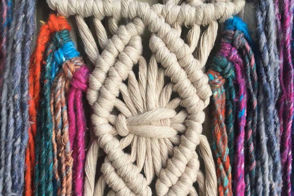 Makrama - kompozycja artystyczna ze sznurków