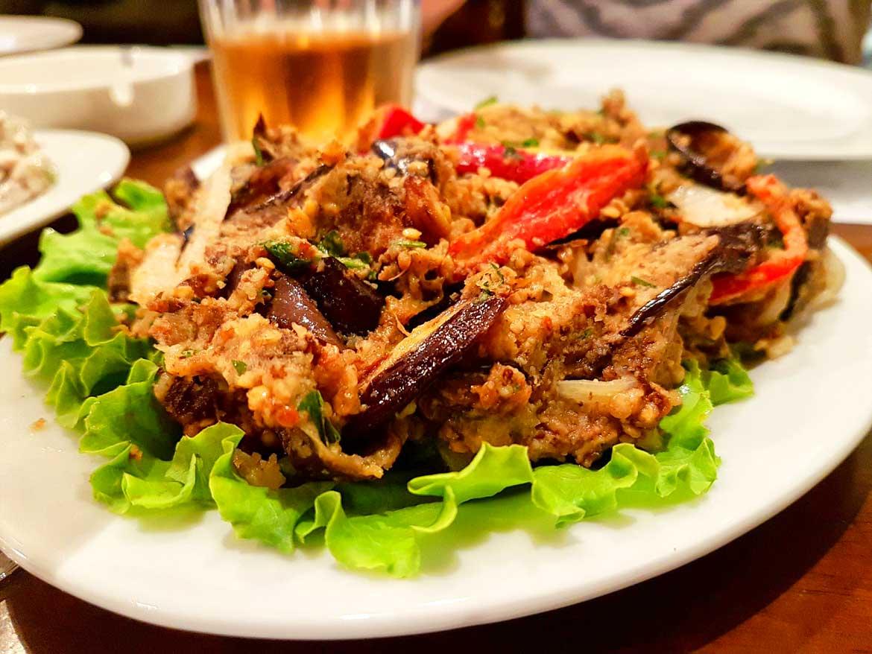 talerz z Gruzińskim jedzeniem