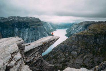 Słynna skała Trolltung w Norwegii. Język trolla.