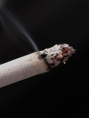 dymiący się papieros