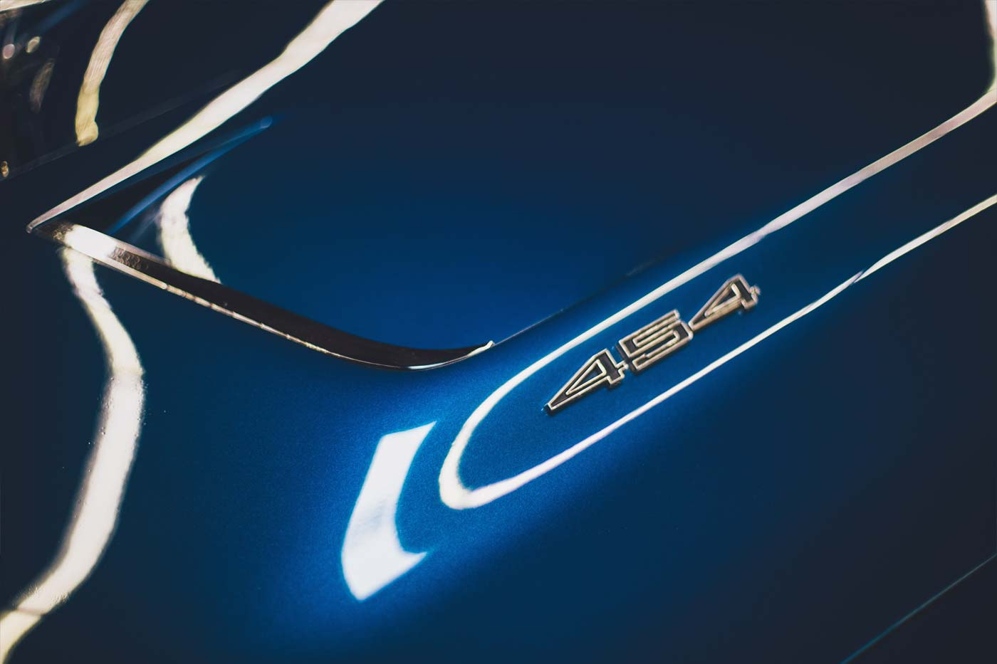 element samochodu polakierowany w kolorze classic blue