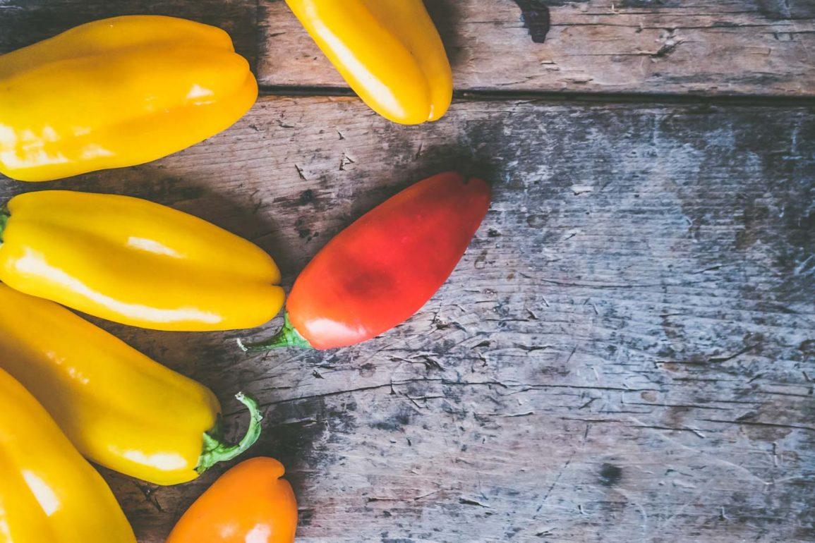Czerwona i żółte papryczki